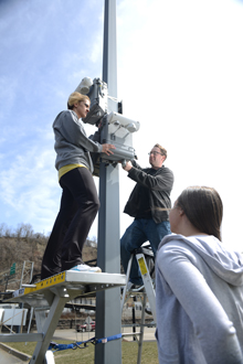 students install pollution monitor